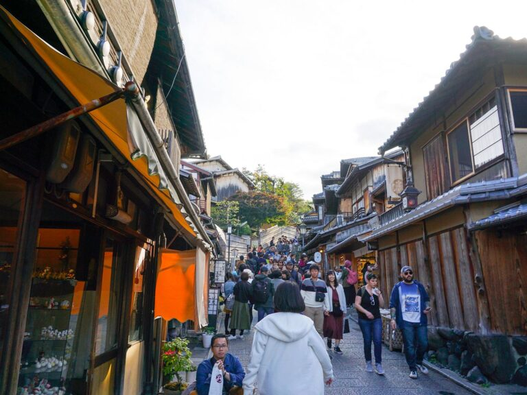 (古い家屋が並ぶ)二寧坂 Ninei-zaka Street