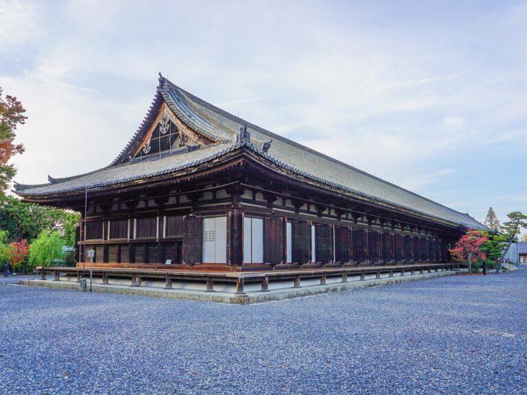 (一千二体の千手観音像)三十三間堂 Sanjūsangen-dō Temple