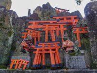 (伏見稲荷大社のご神域)稲荷山 Mount Inari