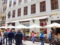 (ウィーン中心部で最も有名な通りの一つ)コールマルクト The Kohlmarkt