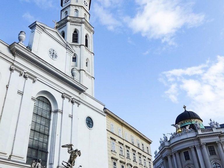 (ウィーンに数少ないロマネスク様式の建物)聖ミヒャエル教会 The Michaelerkirche