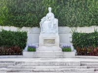 (シシィの像が佇む)フォルクス庭園 The Volksgarten