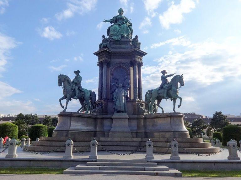 (偉大なる女帝を記念する広場)マリア・テレジア広場 Maria-Theresien-Platz