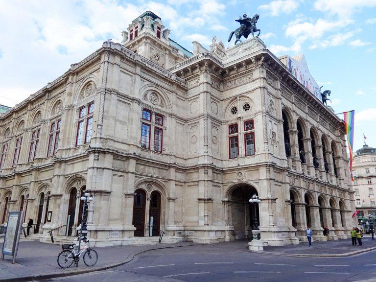 (音楽の都ウィーンが誇る歌劇場)ウィーン帝立・王立宮廷歌劇場 The Wiener Hofoper