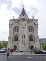 (中世のブリュッセルの市門)アル門 The Porte de Hal