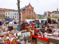 (フリーマーケットが毎日開かれる)ジュ・ド・バル広場 The Place du Jeu de Balle