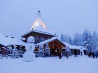 (北極圏の入口にある)サンタクロース村 Santa Claus Village