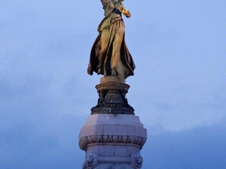 (勝利の女神ニーケー)百年記念碑 The Monument of the Centenary