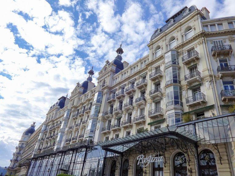 (ヴィクトリア女王のために建てられたかつて豪華ホテルだった)エクセルシオール・レジーナ宮殿 The Excelsior Régina Palace