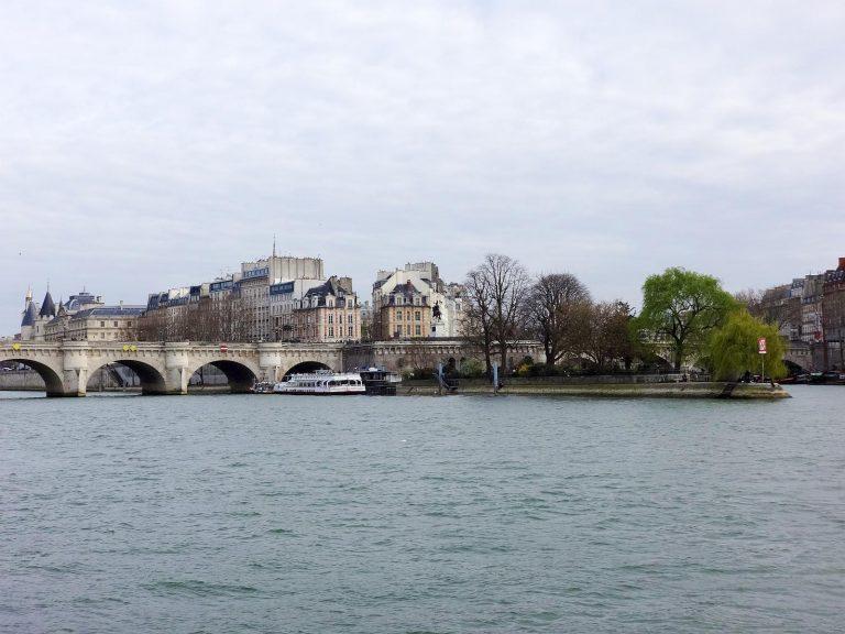 (パリ発祥の地)シテ島 The Île de la Cité