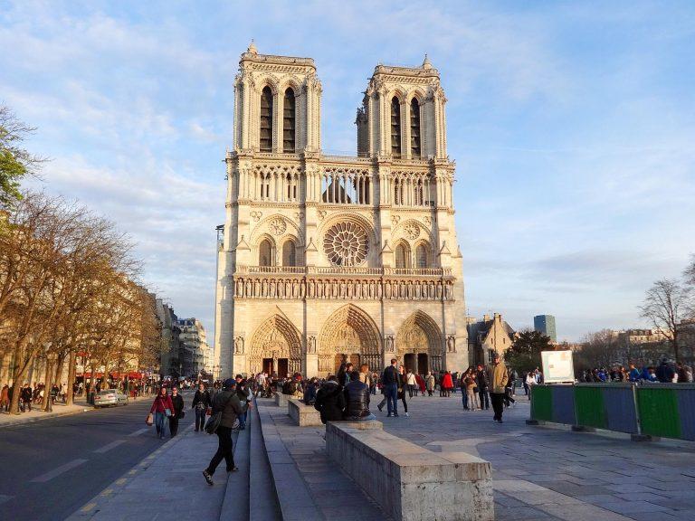 (聖母マリアの大聖堂)パリのノートルダム大聖堂 Notre-Dame de Paris