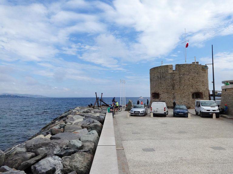 (今はボート競争の基地)サントロペ港 The port of Saint-Tropez
