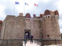 (町と海を見下ろす丘の上に立つ)サントロペの要塞 The Citadel of Saint-Tropez