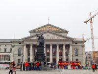 (マックス・ヨーゼフ広場に立つ)ミュンヘン国立劇場 The National Theatre Munich