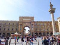 (フィレンツェの主要な広場の一つ)共和国広場 Piazza della Repubblica