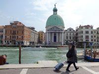 (ヴェネツィアの玄関に立つ)熱心党のシモンとタダイと呼ばれるユダ(聖ユダ)の教会San Simeone Piccolo