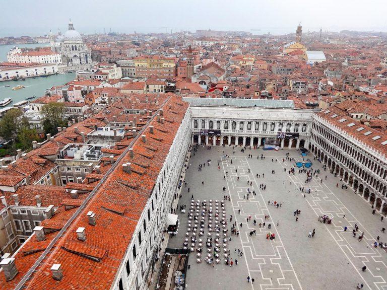 (ヴェネツィアの中心)サン・マルコ広場 Piazza San Marco