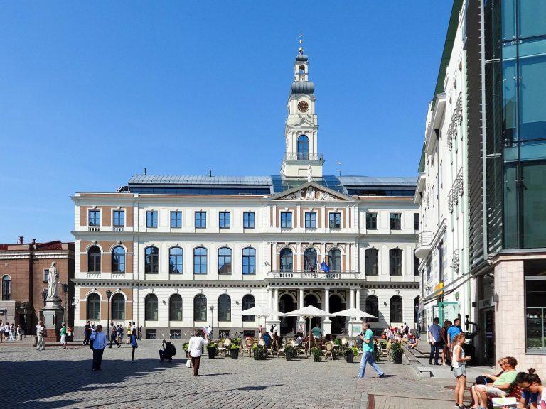 (2003年に再建された)リーガ市庁舎 The Riga Town Hall