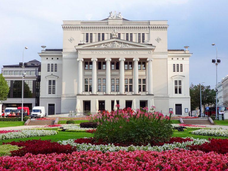 (新古典主義の歌劇場)ラトビア国立歌劇場 The Latvian National Opera