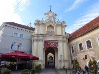 (大門が見事な)東方典礼カトリック教会の聖三位一体教会 The Church of the Holy Trinity (Uniates)