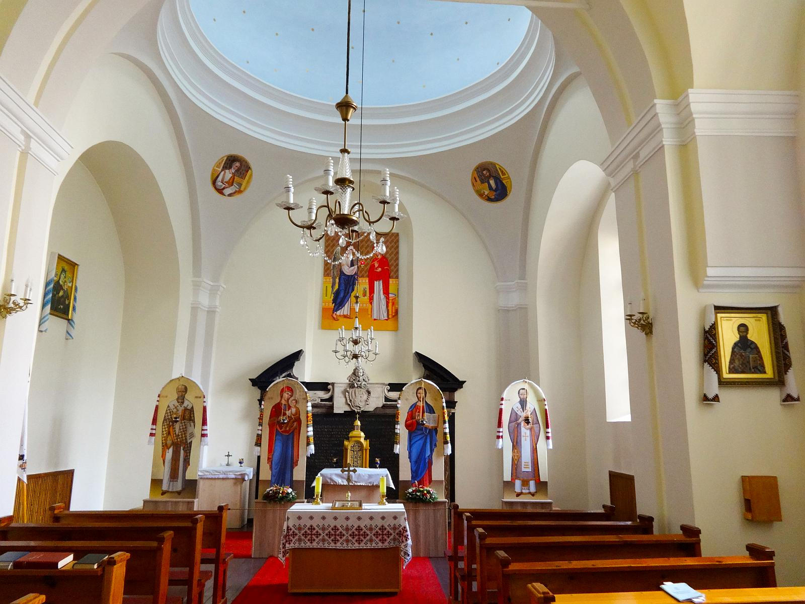 大門が見事な)東方典礼カトリック教会の聖三位一体教会 The Church of ...