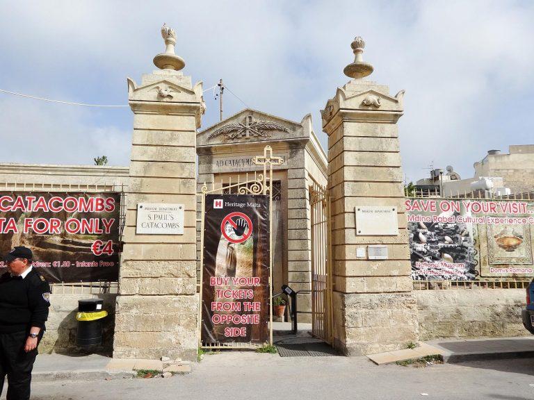 (広大なカタコンベ)聖パウロの地下墓地 The Catacombs of St. Paul