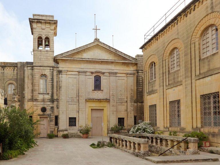 (聖アガタが隠れた)聖アガタの地下墓地 The Catacombs of St. Agatha