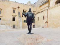 (バレッタを建設した)ジャン・パリゾ・ド・ヴァレットの像 The Statue of Jean Parisot de Valette