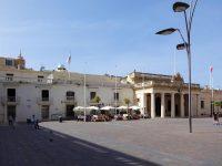 (騎士団長の宮殿が立つ)聖ゲオルギオス広場 St. Georges Square