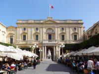 (ヴィクトリア女王の像が立つ)共和国広場 Republic Square