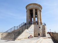 (第二次マルタ包囲戦の記念)包囲戦の鐘の戦争記念碑 The Siege Bell War Memorial
