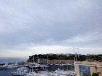 (モナコ岩と呼ばれる岩山の上に立つ)モナコ・ヴィル区 Monaco-Ville
