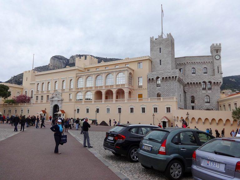 (ヨーロッパで最も珍しい宮殿の一つ)モナコ大公宮殿 The Prince's Palace of Monaco