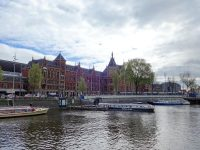 (ゴシックとルネサンス様式の美しい建築物)アムステルダム中央駅 Amsterdam Centraal station