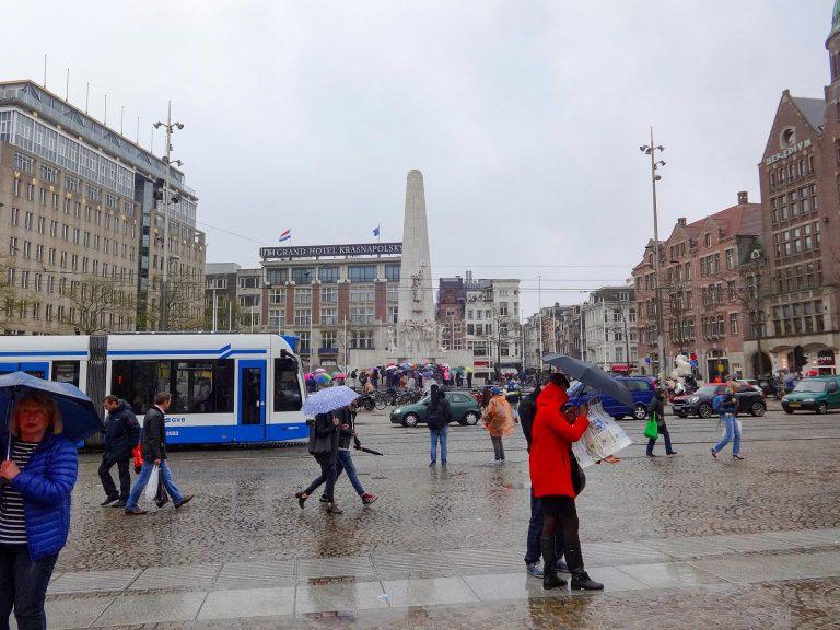 (アムステルダムのダムは堤防のダム)ダム広場 Dam Square