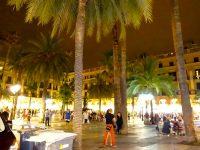 (夜もにぎわう)レイアール広場 Plaça Reial