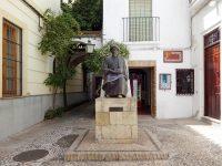 (偉大なる哲学者マイモーンの像が立つ)ユダヤ人街 The Judería de Córdoba