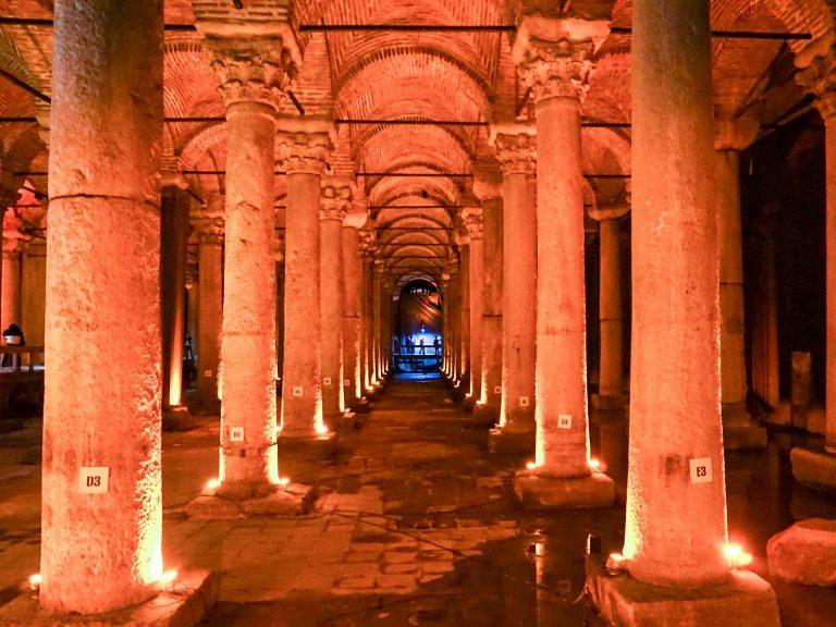 (東ローマ帝国の地下貯水槽)地下宮殿 The Basilica Cistern