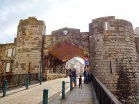 (カーナーヴォン旧市街の表玄関)東門 The East Gate
