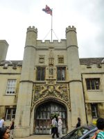 (大門がそびえ立つ)クライスツ・カレッジ Christ's College