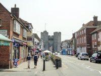 (イングランドで最大の現存する中世の門)ウェストゲート The Westgate