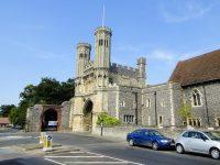 (聖アウグスティヌス修道院へのかつての入口)フィンドン大修道院長の大門 Abbot Fyndon's Great Gate