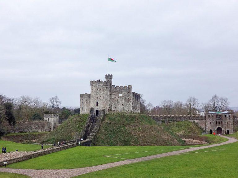(ウェールズ最大のモットアンドベーリーとヴィクトリア朝時代の館)カーディフ城 Cardiff Castle