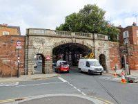 (チェスター旧市街の南の入口)ブリッジゲート Bridgegate