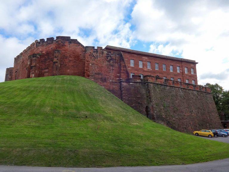 (チェスター市壁の南西の要)チェスター城 Chester Castle