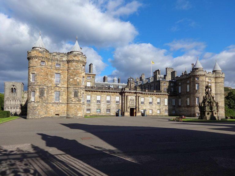 (イギリス君主のスコットランドにおける公式の住まい)ホリールードハウス宮殿 The Palace of Holyroodhouse