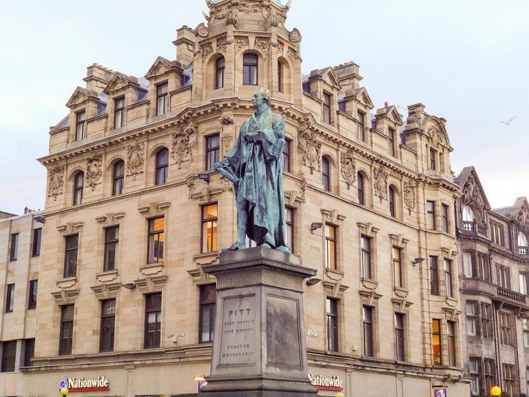 (新古典主義とジョージ王朝様式の建築)エディンバラ新市街 The New Town of Edinburgh