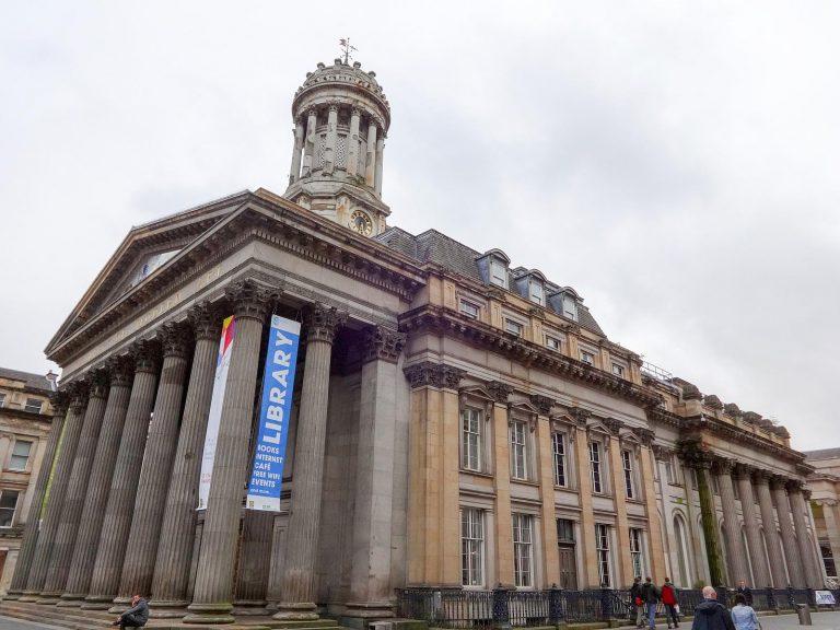 (新古典主義様式の旧王立取引所)現代美術館 The Gallery of Modern Art