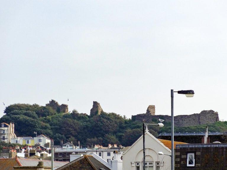 (崖が浸食され滅びた)ヘイスティングス城 Hastings Castle