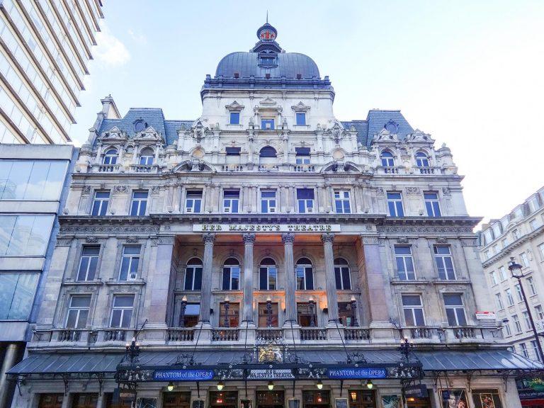 (「オペラ座の怪人」の上演劇場)ハー・マジェスティーズ・シアター Her Majesty's Theatre